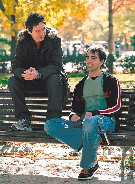 José Manuel Íñiguez y Carlos Campaña, dos de los integrantes de Akaoni, un estudio de videojuegos.