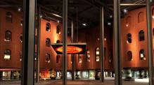 Atrio del centro cultural de Bilbao AlhóndigaBilbao hóPlay