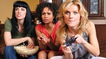 mujeres jugando a videojuegos
